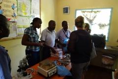 Erklärung der mitgebrachten medizinischen Geräte und Materialien